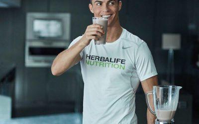 Topfitte Ronaldo verbaast tijdens keuring: lichaam van een '20-jarige'