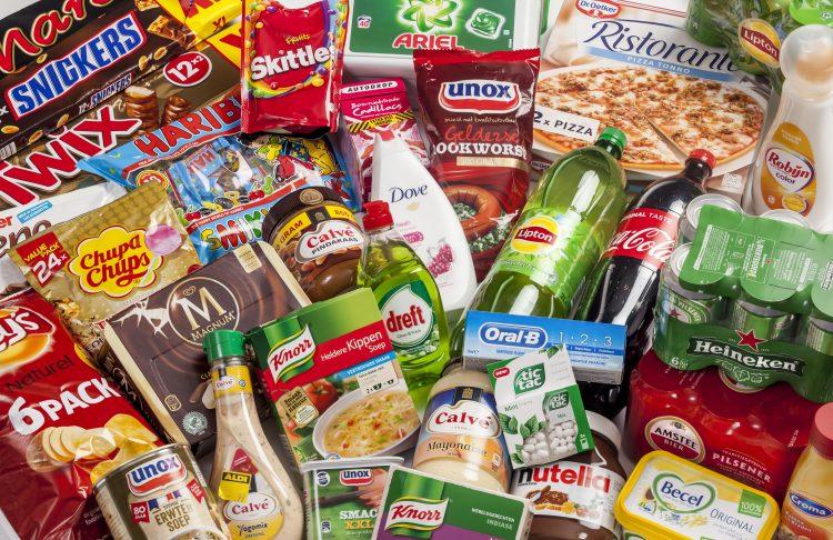 De supermarkt lijkt welbeschouwd meer op een opslagplaats van een chemische fabriek dan op een voedingswinkel